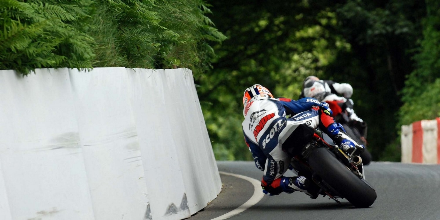 Isle of Man TT - Close racing
