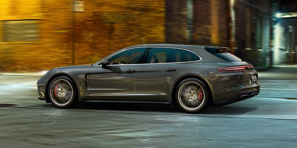 Porsche Panamera Sport Turismo. Photo by: Porsche AG